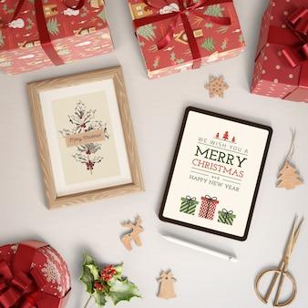 Thema der frohen weihnachten auf tablettengerät und -farbe
