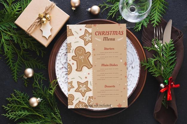 Tischdekoration zu weihnachten. hintergrund zum schreiben von weihnachts- oder neujahrsmenü.