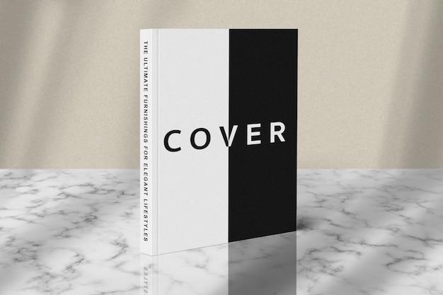 Titelbuch stehendes modell auf marmorboden