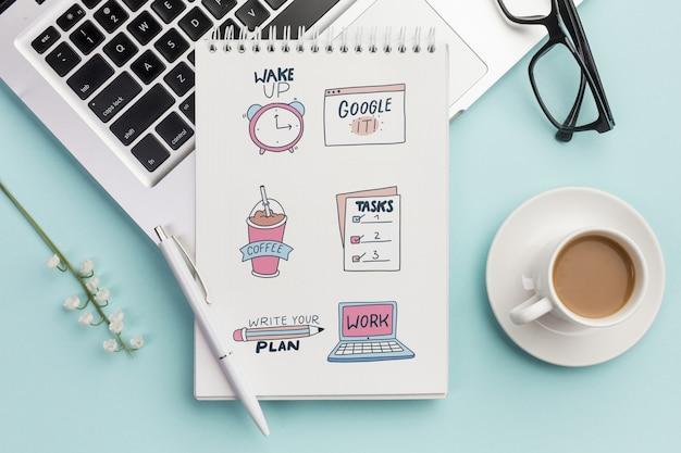 Top view notebook mit täglichen aufgaben und kaffee