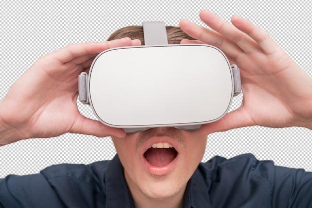 Tragende gläser der virtuellen realität des jungen mannes. innovation und technologischer fortschritt. moderne technologien für unternehmen.