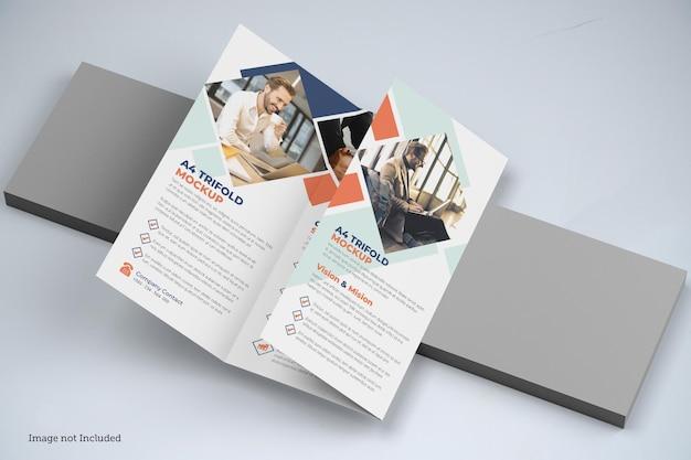 Trifold brochure mockup design isoliert