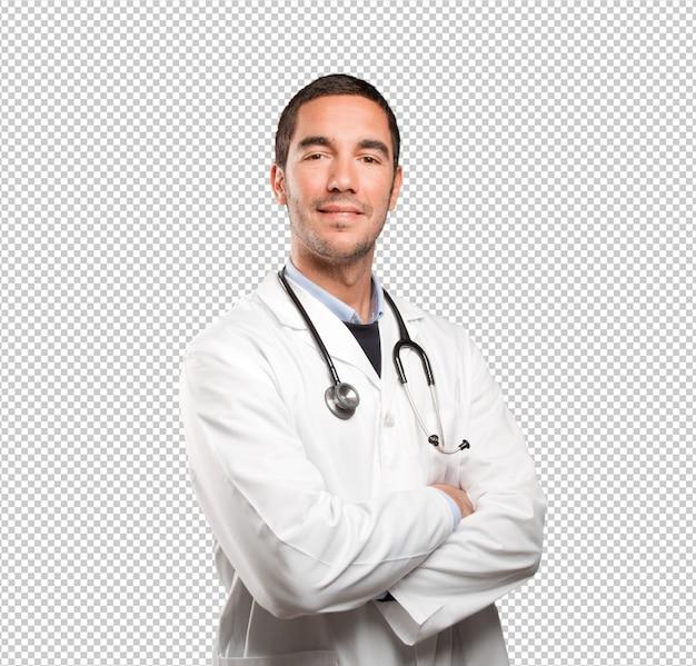 Überzeugter doktor gegen weißen hintergrund