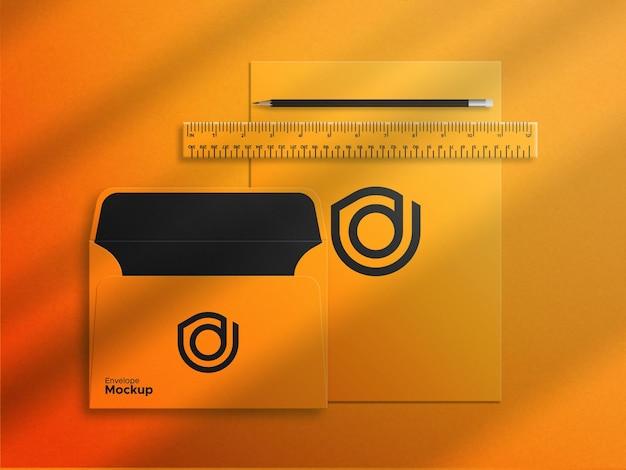 Umschlag auf dem briefkopf-design moxkup