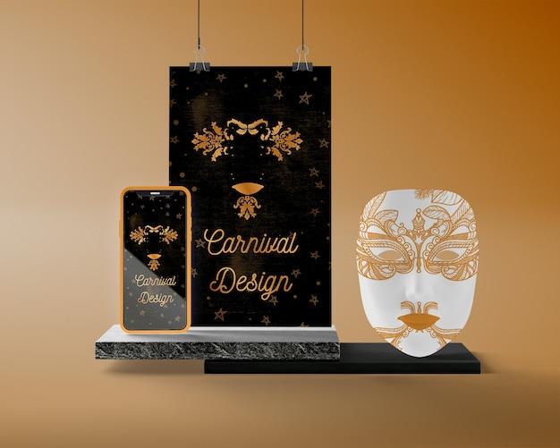 Unterstützung mit karnevalsmaske und telefon