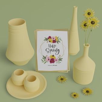 Vasen 3d und frühlingskarte auf tabelle