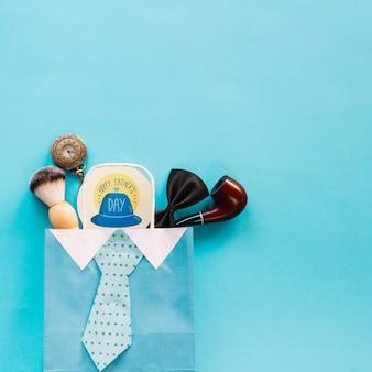 Vatertagsmodell mit rundem aufkleber in der tasche