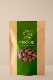 Veganes essen in mock-up-verpackungsanordnung