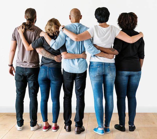 Verschiedene leute mit teamwork-konzept