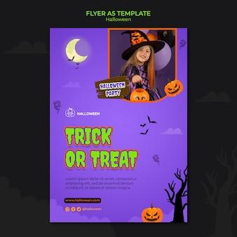 Vertikale flyer-vorlage für halloween mit kind im kostüm