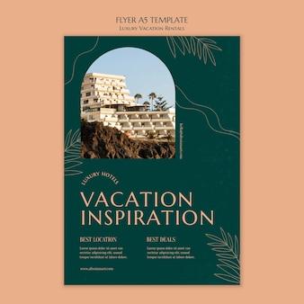 Vertikale flyer-vorlage für luxus-ferienwohnungen