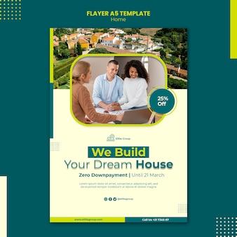 Vertikale flyer-vorlage für neues familienhaus