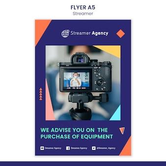 Vertikale flyer-vorlage zum streamen von online-inhalten