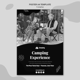 Vertikale monochrome plakatschablone für camping mit paar