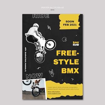 Vertikale plakatschablone für bmx-radfahren mit mann und fahrrad