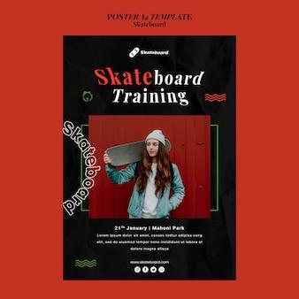 Vertikale plakatschablone für skateboarding mit frau