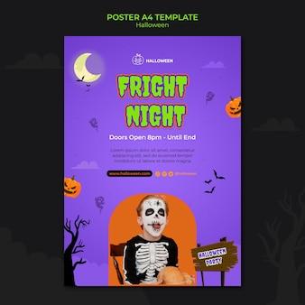 Vertikale postschablone für halloween mit kind im kostüm