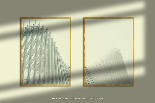 Vertikales fotorahmenmodell aus holz mit schattenüberlagerung und pastellfarbenem hintergrund