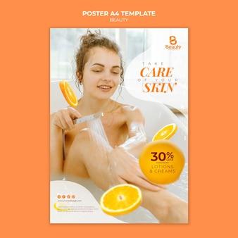 Vertikales poster für die home-spa-hautpflege mit frau und orangenscheiben