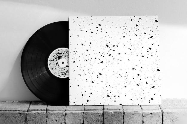 Vinyl-plattencover-modell mit tintenpinselmuster