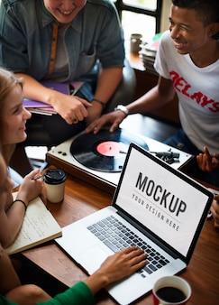 Vinylmusik-teenager-lebensstil-freizeit-konzept