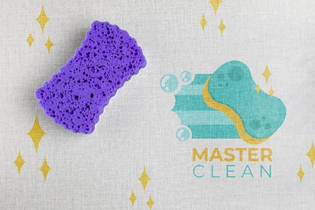 Violetter badeschwammmeister sauber