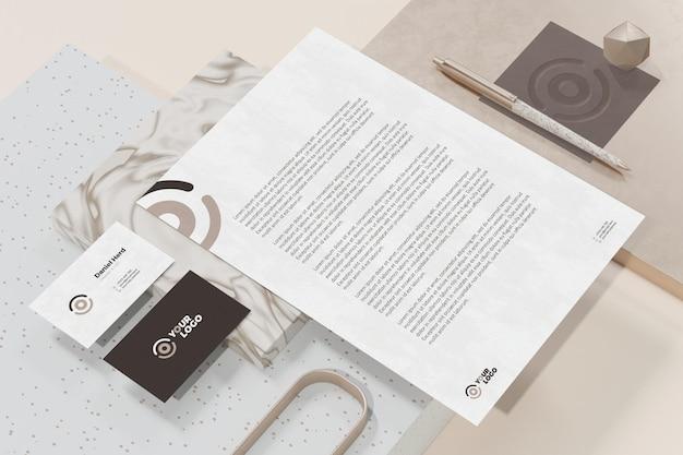 Visitenkarte mit briefkopfdokument branding briefpapier modell
