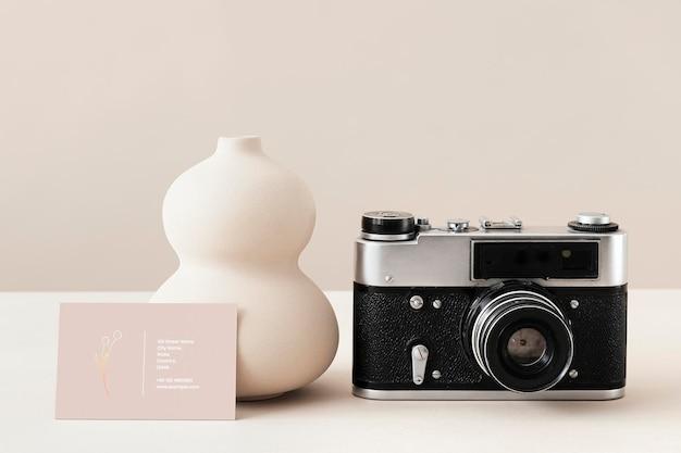 Visitenkarte mit einer analogen kamera
