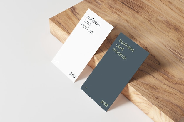 Visitenkarten-modell auf holztafel