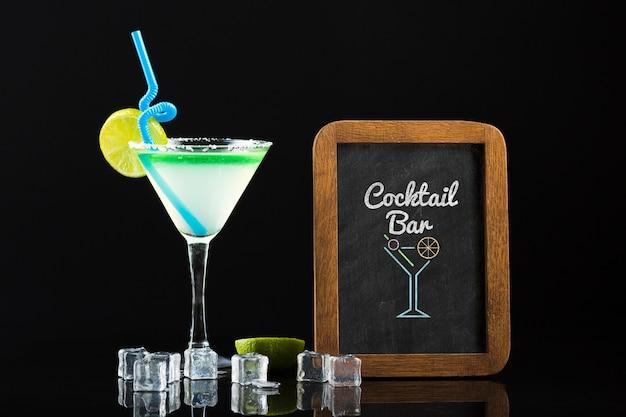 Vorderansicht des cocktail-modellkonzepts