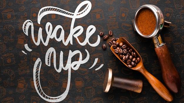 Wachen sie hintergrund mit kaffeematerial auf