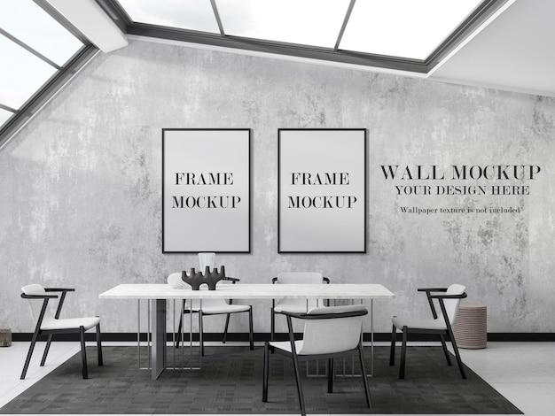 Wand und zwei holzrahmen modellentwurf
