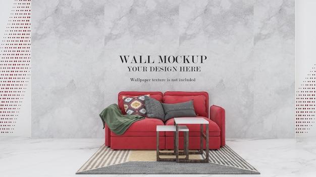 Wandmodell hinter rotem sofa