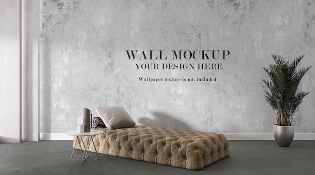 Wandmodell hinter rückenfreiem sofa