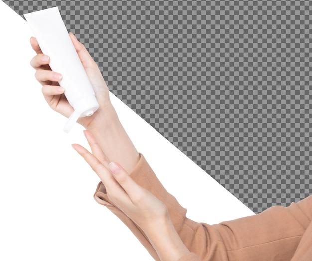 Weibliche schöne talenthand halten leere weiße tube feuchtigkeitscreme, isoliert. mädchen zeigen mock-up-etikettenprodukt auf langen fingerhänden, studiobeleuchtung weißer hintergrund psd