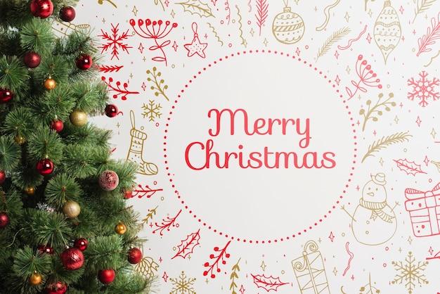 Weihnachtsbaum mit fröhlicher weihnachtsbotschaft