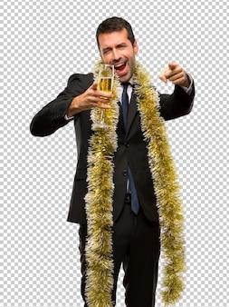 Weihnachtsfeiertag ereignis. mann mit dem champagner, der neues jahr 2019 feiert
