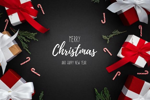 Weihnachtsgeschenke auf einem schwarzen hintergrund