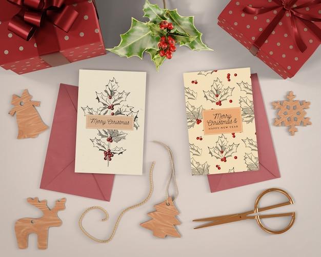 Weihnachtskartenvorbereitungen zu hause
