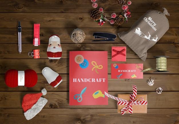 Weihnachtsszenen-schöpferkonzept auf holztisch