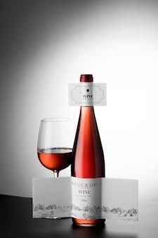 Weinflaschenetikett und glasmodell