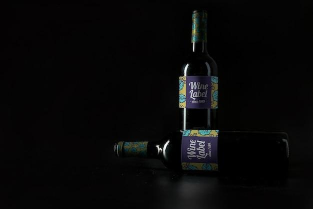 Weinmodell mit copyspace und zwei flaschen