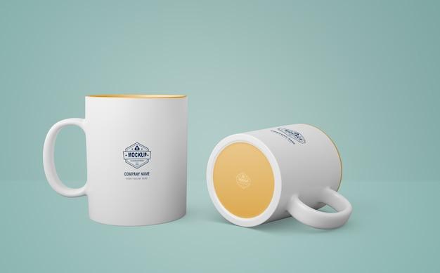 Weiße tasse mit firmenlogo