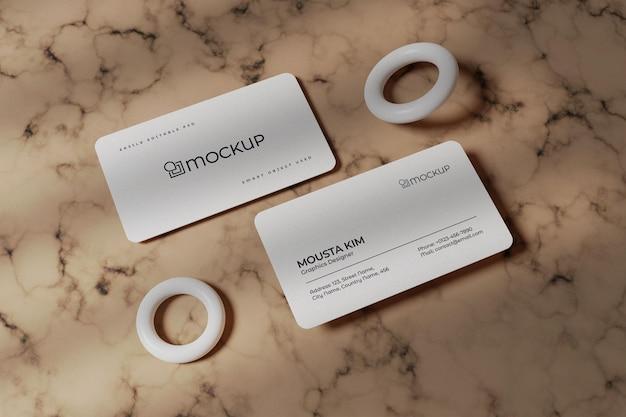 Weiße visitenkarte auf marmorhintergrundmodell