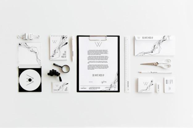 Weißes briefpapier-modell