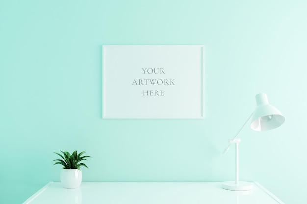 Weißes horizontales plakatrahmenmodell auf arbeitstisch im wohnzimmerinnenraum auf leerem weißem farbwandhintergrund. 3d-rendering. Premium PSD