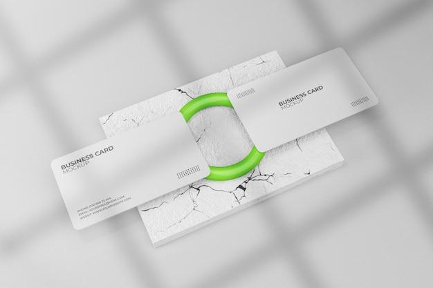 Weißes visitenkartenmodell mit ring