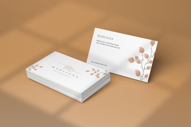 Weißes visitenkartenmodell mit schatten
