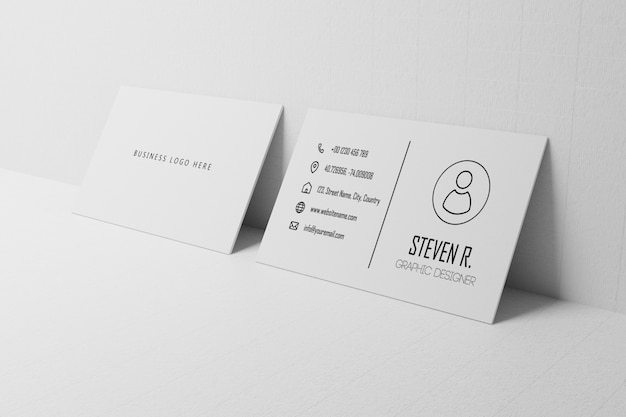 Weißes visitenkartenpapiermodell lehnen an wand