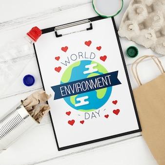 Weltumwelttagmodell mit klemmbrett